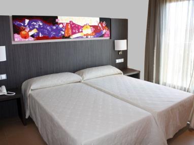dormitorio_2-habitacion-doble-alcocebre-suites-hotel-.jpg