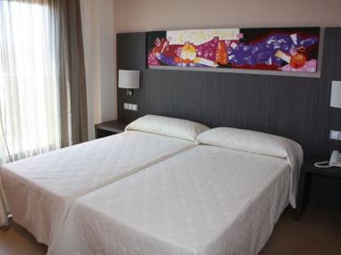 dormitorio_6-habitacion-doble-alcocebre-suites-hotel-.JPG
