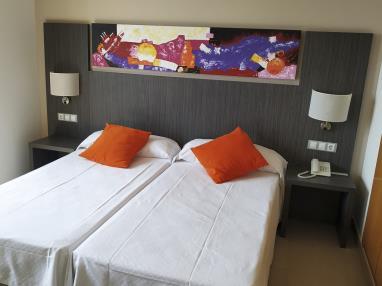 dormitorio_8-suite-superior-alcocebre-suites-hotel-.jpg