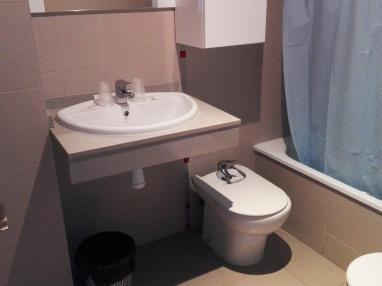 bano-apartamento-1-dormitorio-(2-4-personas)-alcocebre-suites-hotel-.jpg