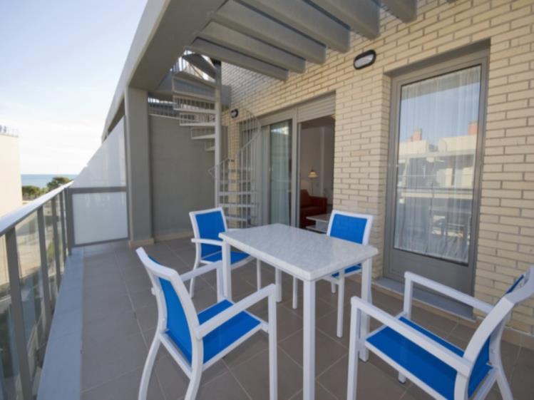 Terraza Apartamento 3 dormitorios (6-8 personas) Alcocebre Suites Hotel