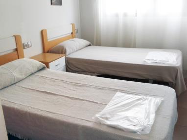 dormitorio_1-apartamento-3-dormitorios-(6-8-personas)-alcocebre-suites-hotel-.jpg